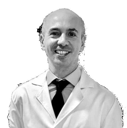 Fotografía del Dr. Morales, oftalmólogo experto en cirugía de cataratas y láser de femtosegundo
